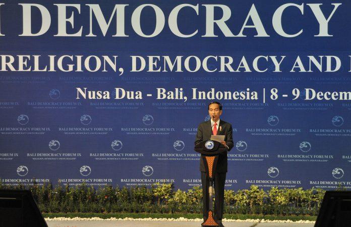 Presiden Joko Widodo menyampaikan pidatonya dalam pembukaan Bali Democracy Forum (BDF) IX di Nusa Dua, Kamis (8/12).